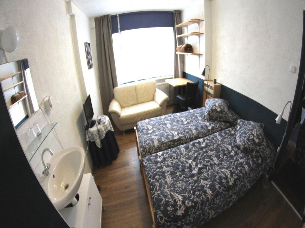 """Doppelzimmer im Erdgeschoss des Hotels """"de Drie Gievels"""" Cadzand-Bad"""