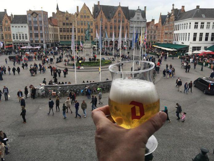 Blick vom Duvelorium auf Brügges Marktplatz