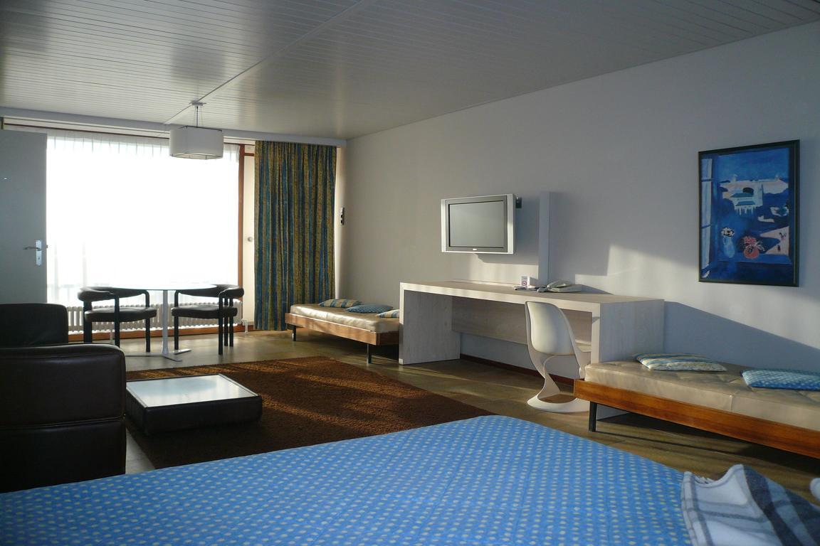 """Hotel """"de Milliano"""" Breskens: Salon-Zimmer mit Kitchenette"""