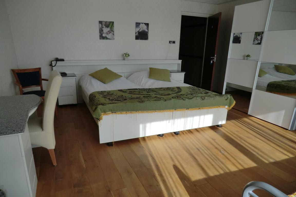 "Hotel ""Scaldis"" Breskens: 28 m² großes Dreibett-Zimmer"