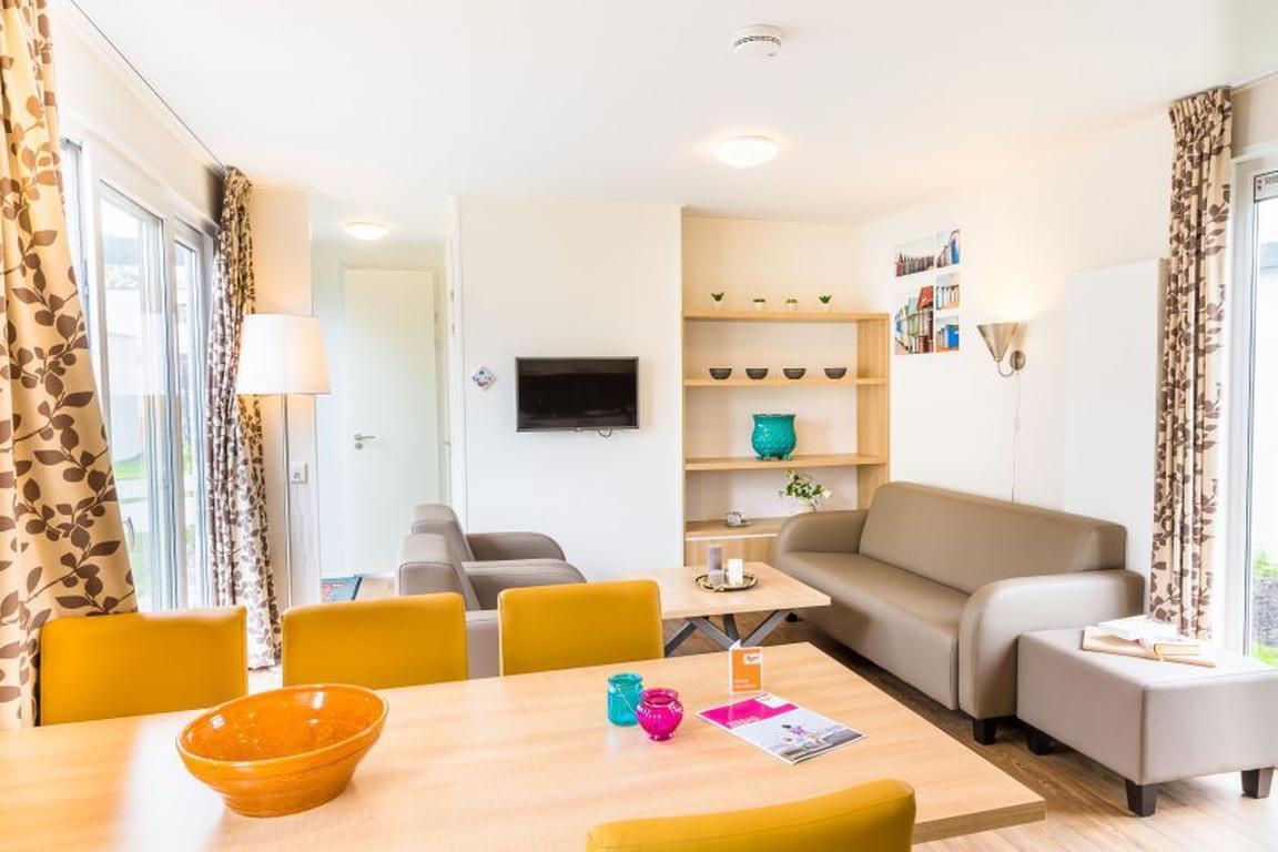 """Ferienpark """"Zeebad"""" Breskens: Lodge Komfort 6B mit 3 Schlafzimmern, Geschirrspüler, Pergola"""