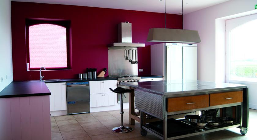 """Ferienwohnungen auf dem """"Hoeve Hazegras"""": Authentisch-moderne Küche"""